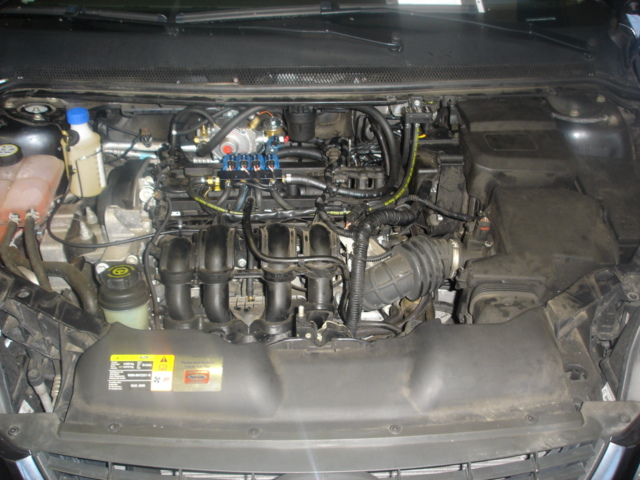 Ford-Focus-1-6i-limuzinaa