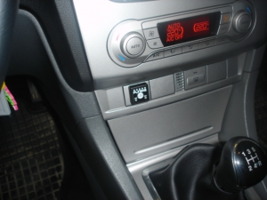 Ford-Focus-1-6i-limuzinad