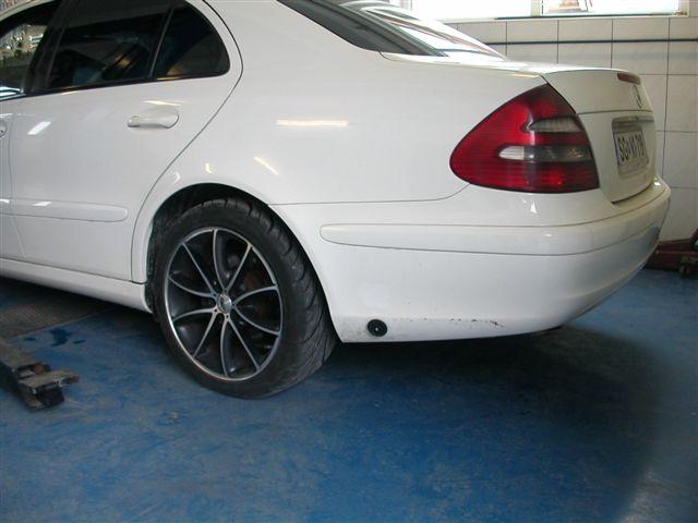 Mercedes-E240a