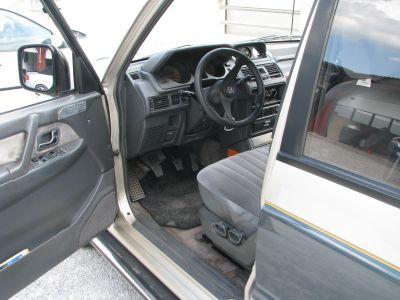 Mitsubishi-Pajero-3000-V6b